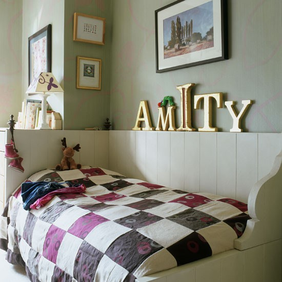 6Classic-childs-bedroom-with-patchwork-quilt-and-oversized-gold-lettering-Homes--Gardens-Housetohome