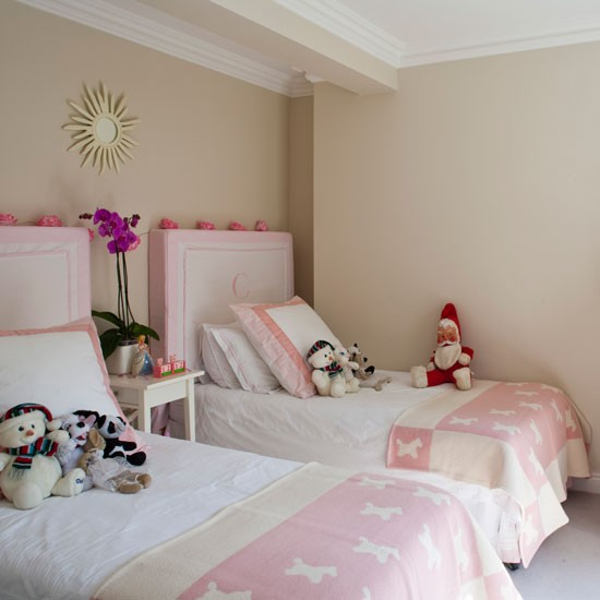 9Classic-cream-and-pink-twin-bedroom-Homes--Gardens-Housetohome
